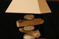 lampe galets et bois flotté